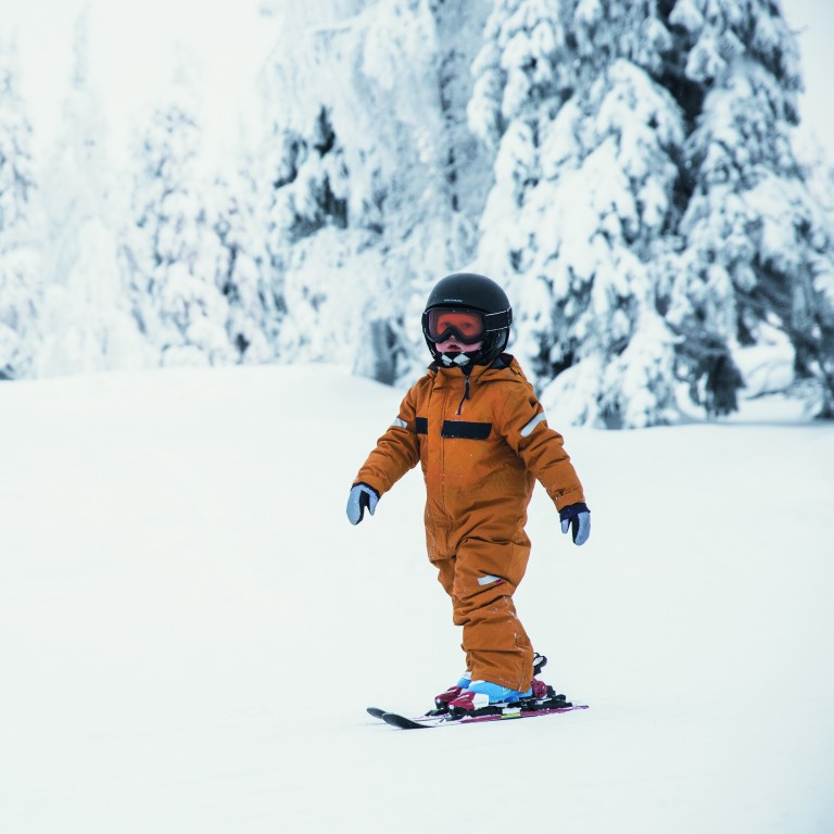 Private lesson in alpine skiing for 3-4-year-old children